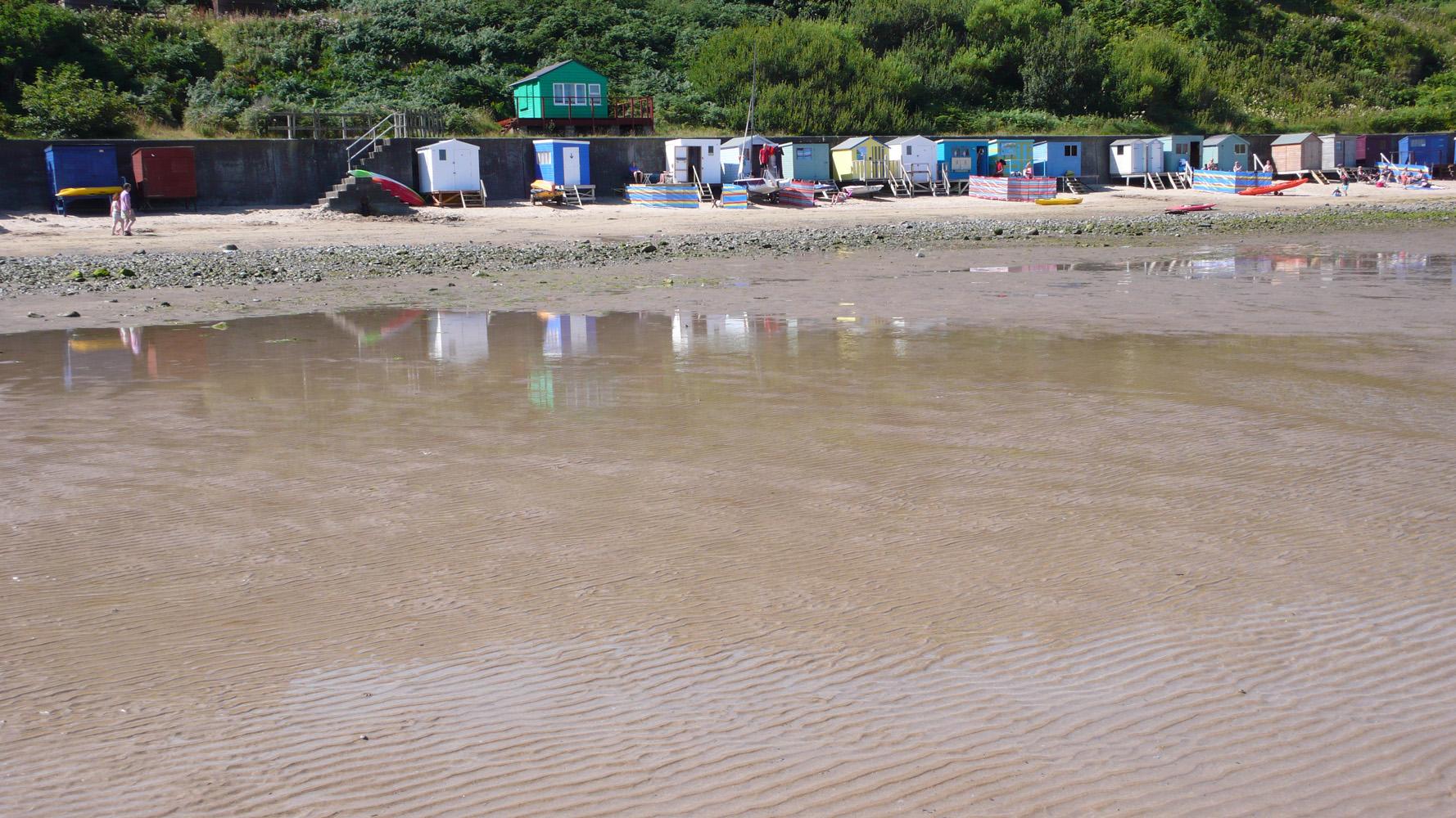 Beach-Huts-Nefyn-Beach-Deborah-Treliving-contemporary-British-artist